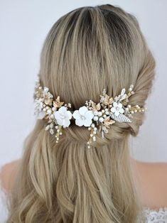 Hey you! A classic bride. You are looking for something classy, flowery with pearls and beads to be worn on top of your low bun or half updo, and you will style it with a very beautiful veil and your dream wedding dress. I handmade this white and gold flower hair comb for you Wedding Hair Flowers, Hair Comb Wedding, Wedding Hair Pieces, Bridal Flowers, Flower Hair, Flowers In Hair, White Flowers, Wedding Dress, Bridal Hairpiece