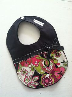 Pink and Black Baby Girl Bib baby shower gift by BabeeButtercup Diy Baby Girl Bibs, Baby Bibs, Black Baby Girls, New Baby Girls, Bandanas, Diy Gifts For Dad, Sewing Projects For Kids, Burp Cloths, Baby Items
