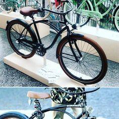 Hoy algo para hombres - HERO -  http://favoritebike.com/shop/beach-cruiser/bicicleta-para-hombre-beach-cruiser-negra-hero/ Bicicleta para hombre – beach cruiser – HERO con ruedas 28″. Bicicleta en color negro con sillín y los puños hechos de piel en color marrón. Protector de la cadena y guardabarros en color negro con logo de la casa Kokkedal. Está diseñada para personas que quieren reflejar su personalidad en la bici.