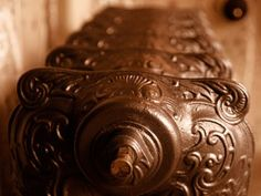 a selection of cast iron radiators. Traditional Radiators, Diy Household Tips, Cast Iron Radiators, House Smells, Latest Hairstyles, Beauty Secrets, Cleaning Hacks, Fashion News, Old Things
