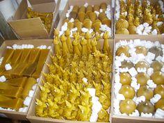 Ready for Christmas time! Our beeswax candles totally handmade. Honey smell! http://www.oroboro.eu/CANDELE-CERA-D-API.html