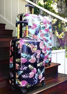 I think I need this…it's really not fair…I loved pineapples before they … – Travel Cute Luggage, Travel Bags, Travel Luggage, Cute Bags, Adventure Is Out There, Pineapple Room, Pineapple Gifts, Pineapple Clothes, Cute Pineapple