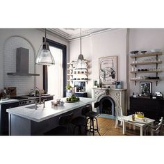 """""""Nancy Meyers interiors styling for set of The Intern  #styling #interiorstyling #TheIntern #NancyMeyers #interior #interiors #interiordecor #decor #kitchen #movieset"""" Photo taken by @lucdesign on Instagram, pinned via the InstaPin iOS App! http://www.instapinapp.com (11/28/2015)"""