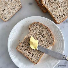 Uit de keuken van Levine: Brood met sesamzaad en vijfgranenvlokken