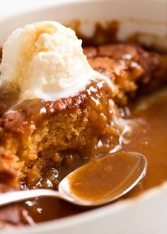Self Saucing Butterscotch Pudding magic - one batter transforms into a warm, fudgey pudding cake AND a butterscotch sauce! Quick and super easy dessert! Pudding Desserts, Pudding Recipes, Dessert Recipes, Pudding Ideas, Dinner Recipes, Pudding Shots, Seafood Recipes, Dinner Ideas, Butterscotch Sauce