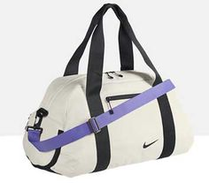 Motivate yourself to get to the gym with these adorable bags that are suited to every fitness style Gym Style, Workout Style, Fitness Style, Fitness Gear, Gym Gear, Workout Gear, Workout Outfits, Mochila Nike, Nike Gym Bag