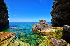 The Grotto at Bruce Peninsula National Park, Tobermory, Ontario, Canada Places Around The World, Travel Around The World, Around The Worlds, Tobermory Ontario, Places To Travel, Places To Go, Canada National Parks, East Coast Road Trip, Paisajes