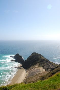 Cape Reinga, the most northern point of New Zealand. The point where the Pacific Occean & Tasman Sea meet. Moving To New Zealand, New Zealand Travel, The Beautiful Country, Beautiful Places, Two Oceans Meet, Vanuatu, Places To Travel, Places To See, Fiji