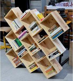Ideas for wine crate bookshelf bookshelves - Wooden Crates Bookshelf Crate Bookcase, Crate Shelves, Crate Storage, Yarn Storage, Diy Storage, Crate Furniture, Recycled Furniture, Diy Garden Decor, Diy Home Decor