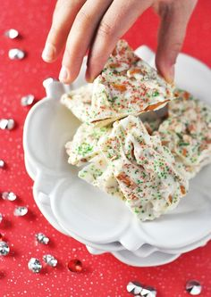 White Chocolate Bark with Pretzels! This would be great for a Christmas or Valentine teacher gift'