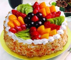 What is your choice? Do you want healthy desserts? Open the link to learn more on this subject! Healthy Cake, Healthy Cupcakes, Healthy Desserts, Cupcake Cake Designs, Cupcake Cakes, Strawberry Cake Decorations, Fruit Birthday Cake, Birthday Treats, Fresh Fruit Cake