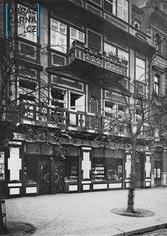 cukrárna - kavárna Juliš na Václavském náměstí /podoba z 20.let/ Praha, Czech Republic, Vintage Images, Times Square, Cities, Europe, Earth, Black And White, Travel