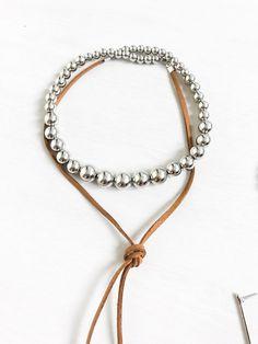 Choker bolas  Tendência de bolas esferas no outono inverno 2017 .  Adquira em nosso site Www.cariocadasgemasacessorios.iluria.com ------------------------- Acessórios,chokers,colares,gargantilhas,tendência ,inverno,Winter,bijoux,atacado
