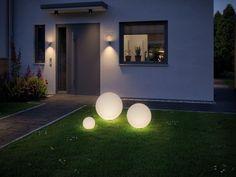 Voll Im Trend: Beleuchtete Garten Kugeln Die LED Kugel In Weiß Wirkt  Besonders Im Vorgarten Oder Auf Der Wiese Und Setzt Wunderschöne  Lichtakzente.