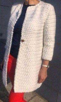 Crochet patterns: Free Crochet sweather coats For 3 Winter Coats - Easy Crochet Winter Coat Ideeas Pull Crochet, Mode Crochet, Crochet Gratis, Knit Or Crochet, Crochet Scarves, Crochet Clothes, Crochet Sweaters, Cardigan Au Crochet, Crochet Winter