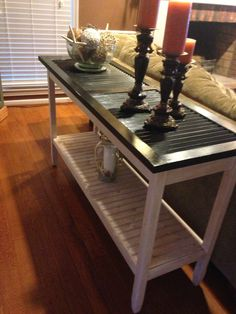 The top of this sofa table is made from an old shutter . - The top of this sofa table is made from an old shutter # The Effec - Refurbished Furniture, Repurposed Furniture, Furniture Makeover, Repurposed Doors, Painted Furniture, Shutter Table, Shutter Decor, Furniture Projects, Furniture Making