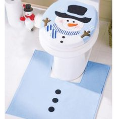 Complete Your Party Reception Table Settings With These Unique Toilet Lid Rug Uses Christmas Decoration