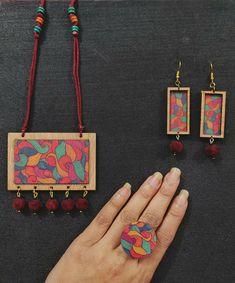 Diy Jewelry Set, Handmade Jewelry Designs, Wooden Jewelry, Clay Jewelry, Handcrafted Jewelry, Beaded Jewelry, Terracotta Jewellery Making, Terracotta Jewellery Designs, Mandala Jewelry