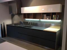 cucina-moderna-con-cappa-a-vista.jpg 384×288 pixel | Cucina ...