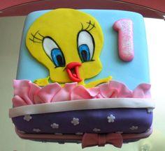 Tweety bird gift wrapped - Dubai Cakes - TICKLS CELEBRATION CAKES
