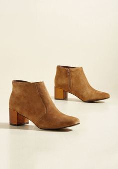 Expand your fashion horizons by donning these genuine suede booties any time you feel the need to amaze! Featuring an irresistibly versatile tan hue and shiny bronze block heels, this Poetic License pair will surprise and delight every time they're worn.