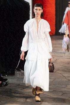 Loewe | Ready-to-Wear - Spring 2019 | Look 1 Fashion Week, Fashion Show, Womens Fashion, Loewe, Best Brand, Fashion Brands, Fashion Designers, Evening Dresses, Ready To Wear