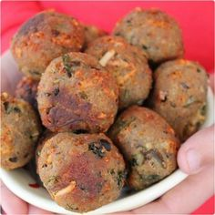 ALBÓNDIGAS DE BERENJENA {receta vegetariana} - Tap the pin if you love super heroes too! Cause guess what? you will LOVE these super hero fitness shirts! Vegan Vegetarian, Vegetarian Recipes, Cooking Recipes, Healthy Recipes, Tortas Light, Good Food, Yummy Food, Light Recipes, Going Vegan