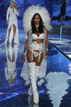Luxe Runway Review | Victoria's Secret Fashion Show 2015 | The Luxe Lookbook