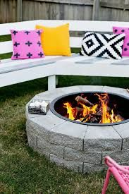 These fire pit ideas and designs will transform your backyard. Check out this list propane fire pit, gas fire pit, fire pit table and lowes fire pit of ways to update your outdoor fire pit ! Find 30 inspiring diy fire pit design ideas in this article. Metal Fire Pit, Concrete Fire Pits, Diy Fire Pit, Fire Pit Backyard, Concrete Ring, Backyard Bbq, Concrete Pavers, Diy Outdoor Fireplace, Diy Fireplace