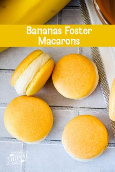 Take a culinary vacation down to good ol' New Orleans with these homemade Bananas Foster Macarons! These banana macarons are filled with a homemade banana and rum frosting and have a caramel sauce center. French Macaroon Recipes, French Macaroons, French Macaron Filling, Best Macaroon Recipe, Desserts Français, French Desserts, French Sweets, Plated Desserts, Macaron Flavors