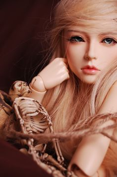 I don't don't know if it's just because of her pose or her lovely faceup, but she looks so real & lifelike! (Elfdoll mold)