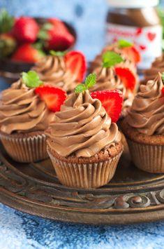 Babeczki z nutellą (nutella cupcakes) Cheesecake Pops, Keto Recipes, Dessert Recipes, Nutella Cupcakes, Polish Recipes, Love Food, Cupcake Cakes, Cake Decorating, Food Porn