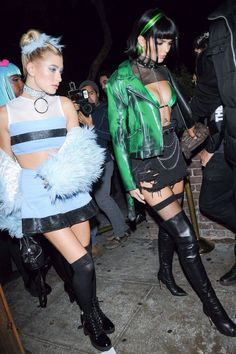 Kendall Jenner won the Halloween game with not one, but two very different costumes. After dressing up in vintage glamour from head to toe, Kendall channeled Costume Halloween, Powerpuff Girls Halloween Costume, Halloween Karneval, Celebrity Halloween Costumes, Halloween Party Themes, Halloween Outfits, Halloween Night, Halloween Season, Halloween 2017