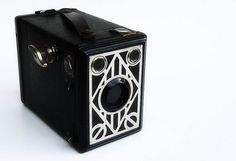 manufactured by Paris (Georges Paris, France) All metal box camera on Far too many varieties of this box camera exist! Love this one though with his little art deco nickel trimmed out face so unique, so deco. Old Cameras, Vintage Cameras, Box Brownie Camera, Photo Lens, Design Movements, Paris Art, Geometric Shapes, Home Art, Art Decor