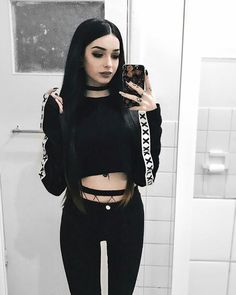 15 Ways to Look Stylish Wearing Grunge Outfits Grunge Outfits, Edgy Outfits, Cute Outfits, Fashion Outfits, Fashion Ideas, Fashion Clothes, Style Fashion, Goth Girl Outfits, Fashion Art