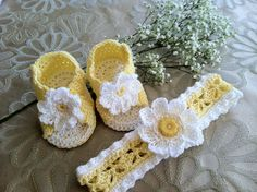 So cute! Daisy Booties Sandals and Headband Set for Baby Girl, Crochet Pattern PDF 12-024. $4.99, via Etsy.