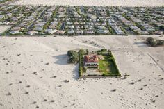 Homes in Rancho Mirage, Calif., in the Coachella Valley. Jerry Brown has ordered a 25 percent statewide reduction in non-agricultural water use. Photographer:Damon Winter/The New York Times