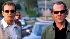 10 лучших фильмов, в которых звучат песни Боба Дилана. Нобелевского лауреата, между прочим http://kleinburd.ru/news/10-luchshix-filmov-v-kotoryx-zvuchat-pesni-boba-dilana-nobelevskogo-laureata-mezhdu-prochim/  Боб Дилан – культовая фигура в рок-музыке на протяжении последних пяти десятилетий. В 1988 году легендарный музыкант вошёл в Зал славы рок-н-ролла. По данным опроса журнала Rolling Stone, он второй по значимости исполнитель в истории музыки (после The Beatles). Конечно, композиции…
