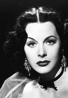 Hedy Lamarr (* 9. November 1914 in Wien als Hedwig Eva Maria Kiesler; † 19. Januar 2000 in Altamonte Springs, Florida)