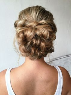 Messy updo hair #Cowgirl #Hairstyle #CowgirlHairstyle http://www.islandcowgirl.com/