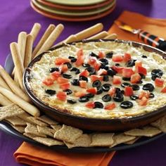 Gooey Pizza Dip Recipe- Recipes Pepperoni, tomatoes and olives dress up this cheesy baked dip. I serve it with breadsticks and wedges of baked Boboli. You can even prepare individual servings in ramekins if you like. Pizza Dip Recipes, Fruit Recipes, Cooking Recipes, Appetizer Dips, Yummy Appetizers, Appetizer Recipes, Fondue, Tasty, Yummy Food