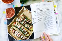 Stuffed zucchini takes on a whole new look when it's cut hasselback-style then stuffed with pepperoni pizza fixins' for an easy, healthy, all-in-one 6-ingredient meal or pull-apart appetizer. For most every backyard farmers the question isn't how to grow zucchini, it's what to do with it all once the harvest begins. These guys are prolific! … Baked Zucchini Parmesan, Parmesan Crisps, Stuffed Zucchini, Growing Zucchini, Pizza Style, Turkey Pepperoni, Spiralizer Recipes, Fast Dinners, Sliced Potatoes