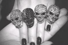 Skull fingers