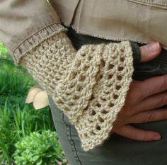 Ravelry: Double Elegance Wristwarmer pattern by Bella McBride Crochet Cup Cozy, Crochet Mittens, Crochet Gloves, Crochet Scarves, Crochet Hooks, Crochet Sweaters, Crochet Art, Crochet Wrist Warmers, Arm Warmers