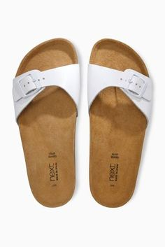 You can't have summer without a pair of footbeds, here are the perfect pair!