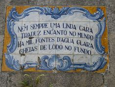 """Portuguese tiles with sayings/quotes! """"Not always a beautiful face/ Translates into the charms of the world/ There's a thousand fountains of clear water/ Full of sludge in the bottom"""" Cool Words, Wise Words, Sr1, Visit Portugal, Portuguese Tiles, Sign Quotes, My Images, Hand Painted, Painted Tiles"""