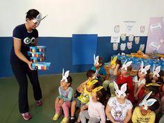 Espaço ELO entrega 170 caixas de bombons para crianças da CEI José Luiz Amat -   A manhã desta quinta-feira foi de solidariedade para alunos e professores da academia Espaço ELO. Isso porque, pelo terceiro ano consecutivo, a equipe escolheu o Centro de Educação infantil – José Luiz Amat para entregar sua doação de páscoa. Foram cerca de 170 caixas de bombons - http://acontecebotucatu.com.br/geral/espaco-elo-entrega-170-caixas-de-bombons-para-criancas-da-c