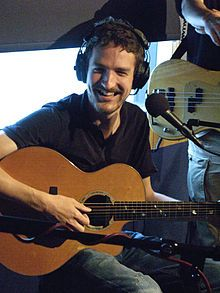 Frank Turner: He plays, he sings, he smiles, he laughs...... that's sexy!