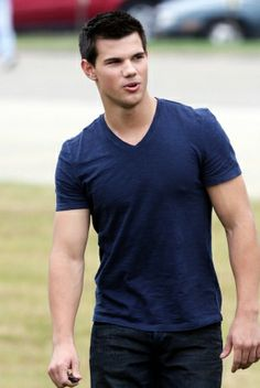 A fashionable life sean fox zastoupil taylor lautner fashion taylor lautner hairstyles in abduction urmus Image collections