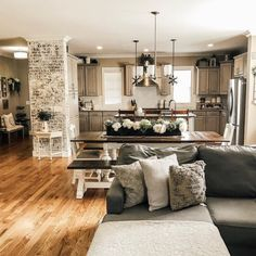What is farmhouse-style living room decor? Basically, it's a combination of open-space furnishing and warm, gentle textures. The idea is to create a homey, comfortable atmosphere by mixing…More Farmhouse Living Room Furniture, Living Room Decor, Open Kitchen And Living Room, Living Room Kitchen Combo Ideas, Dining Living Room Combo, Beautiful Dining Rooms, Color Tones, Farmhouse Style, Rustic Farmhouse